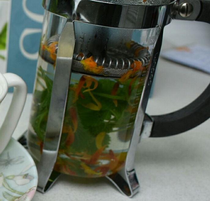 Calendula and Lemon Balm Tea – a welcome to Spring!